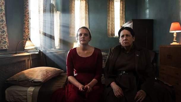 """Работала с удовольствием, – Элизабет Мосс рассказала о съемках сериала """"Рассказ служанки"""""""