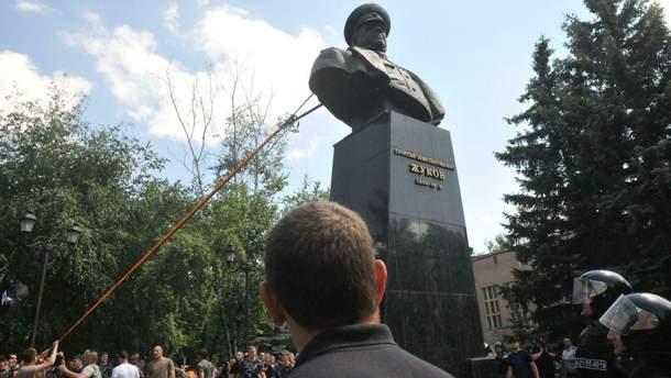 Кернес восстановил запрещенный памятник Жукову