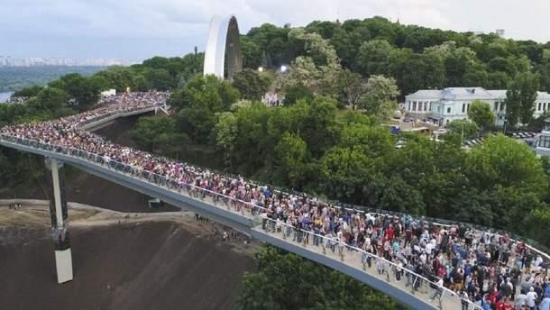 Мост Кличко опять треснул – фото и видео большой трещины