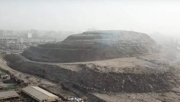 Гора сміття в Індії