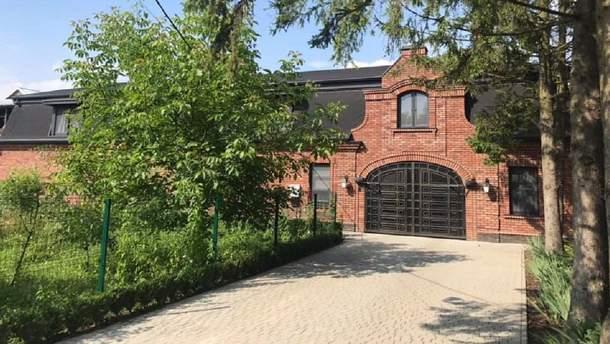 Мать депутата Иванчука построила имение