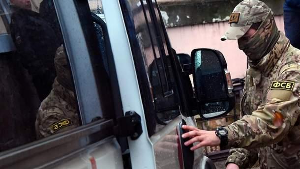 Российская ФСБ сообщила о задержании двух украинцев на админгранице с Крымом