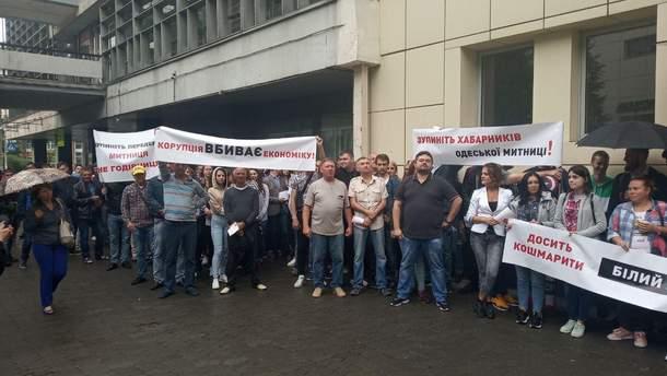 Активисты пикетируют ГФС