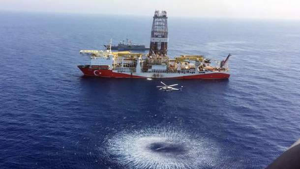 """Турецьке нафтобурове судно """"Явуз"""""""