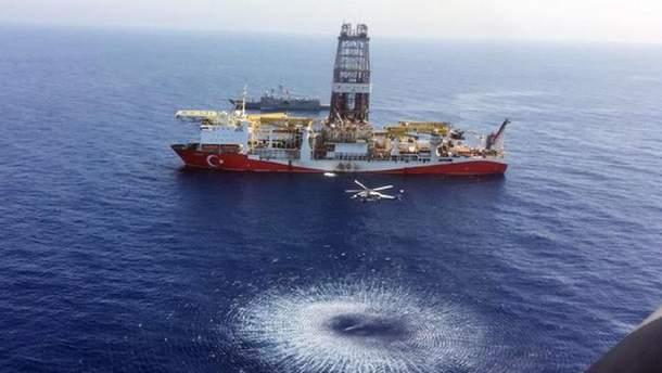 Турецкое нефтебурового судно'Явуз