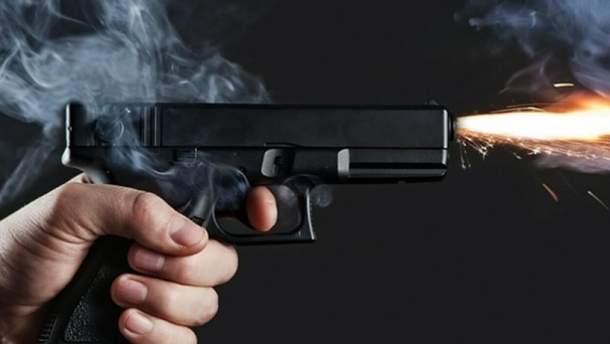 Парень застрелился из полицейского пистолета