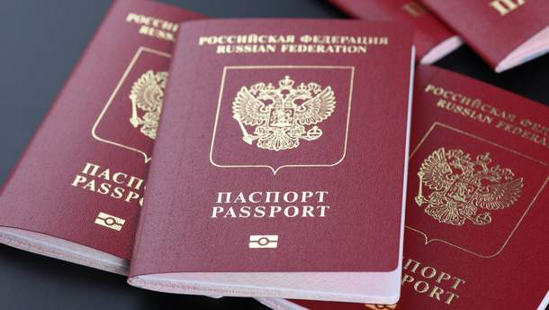 Украинцам на Донбассе собираются выдавать российские загранпаспорта