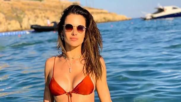 Алессандра Амбросіо в купальнику