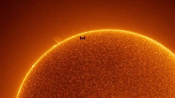 МКС на фоне Cолнца