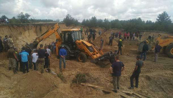 На Ровненщине двоих 10-летних детей засыпало песком на карьере: один погиб, второй – в больнице