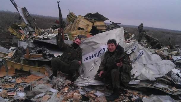 Проросійські бойовики влаштували розваги на місці збитого MH17