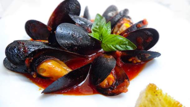 Рецепт мідій в томатному соусі