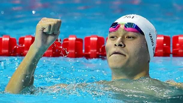 Триразовий олімпійський чемпіон з плавання розбив молотком контейнер з допінг-пробою