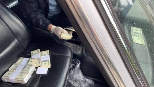 Екс-голову Рокитнівської РДА затримали на хабарі у 100 тисяч доларів