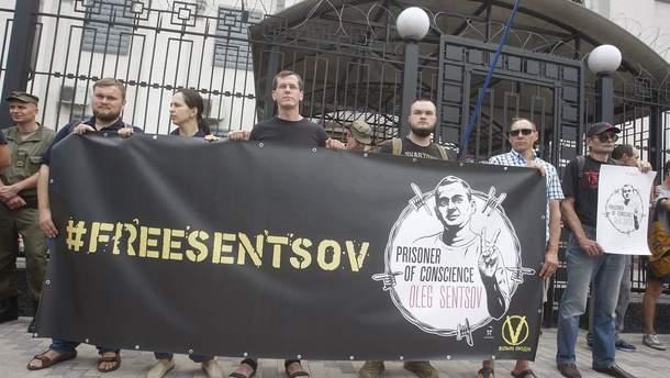 Українці чекають на звільнення Олега Сенцова і захоплених моряків