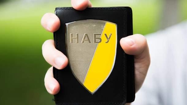 НАБУ работает: детективы провели масштабные обыски у персонального банкира Порошенко