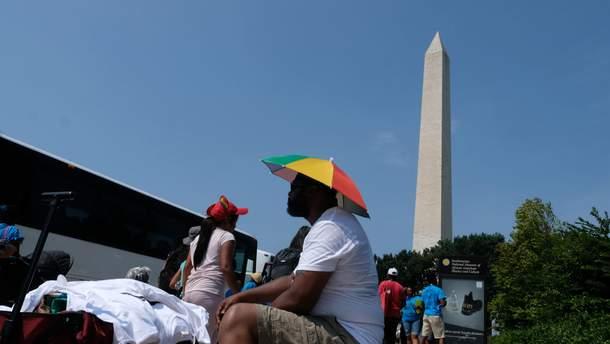 Невероятная жара в Вашингтоне: люди спасаются как могут