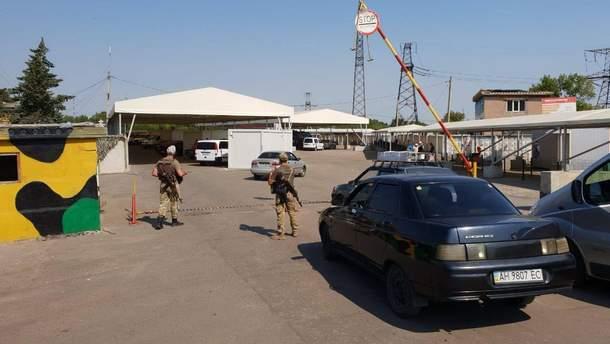 """На КПВВ """"Майорське"""" в день виборів шукали вибухівку, пропуск людей призупиняли"""