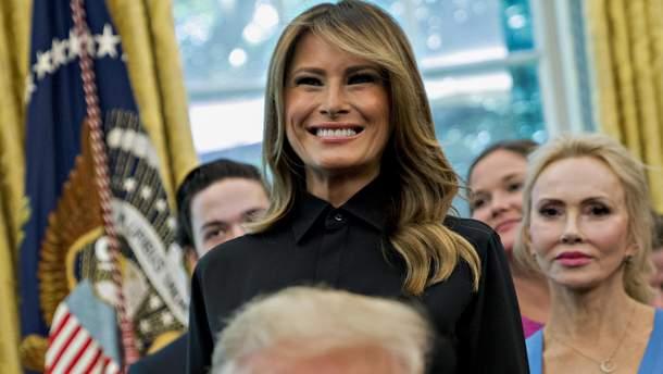 Меланія Трамп засвітила елегантний образ у Білому домі (фото)