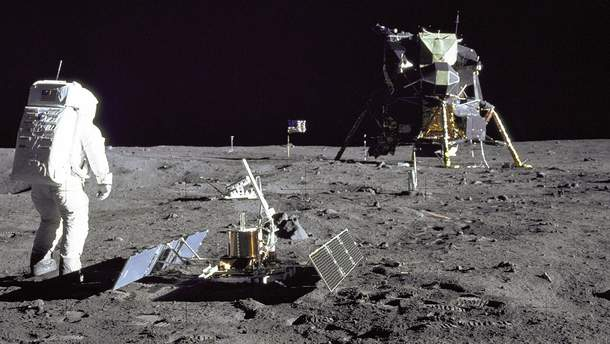 Базз Олдрин на Базе спокойствия – месте высадки астронавтов США на Луне