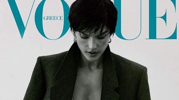 Повністю гола з піджаком на плечах: Алессандра Амбросіо знялася для обкладинки глянцю