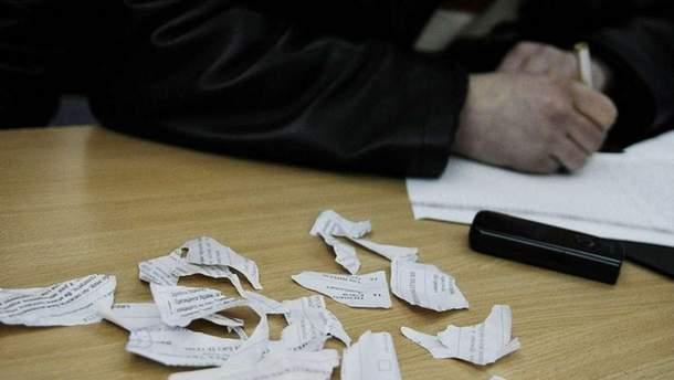 У Львові жінка засинула на дільниці, а потім намагалась з'їсти свій бюлетень