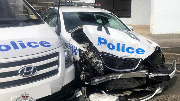 Наркоторговец, который вез почти 300 килограммов наркотиков, влетел в полицейское авто