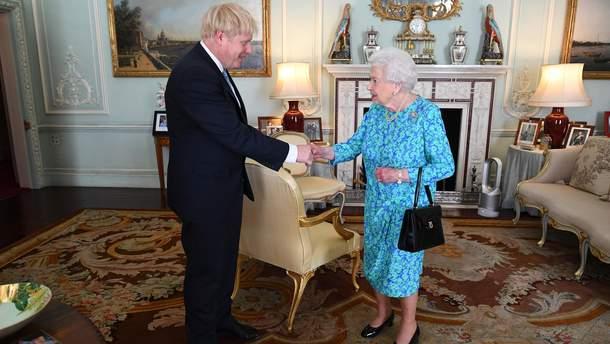 Елизавета II назначала Бориса Джонсона премьер-министром