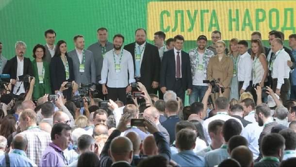 """Кандидати від """"Слуги народу"""" діляться у соцмережах фото з тренінгів у Трускавці"""