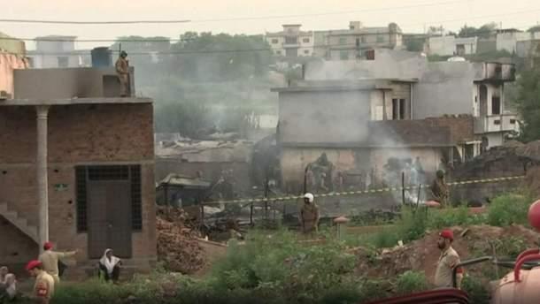 Авіатроща у Пакистані призвела до смерті 19 людей
