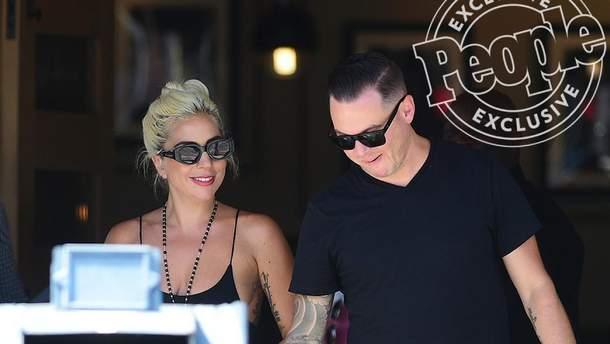 Леди Гага и ее новый вероятный любимый Дэн Хартон