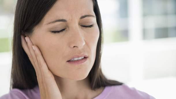 Болит в ухе и языке