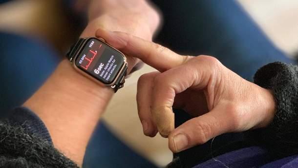 Лікарі-кардіологи розкритикували смарт-годинник Apple Watch 4