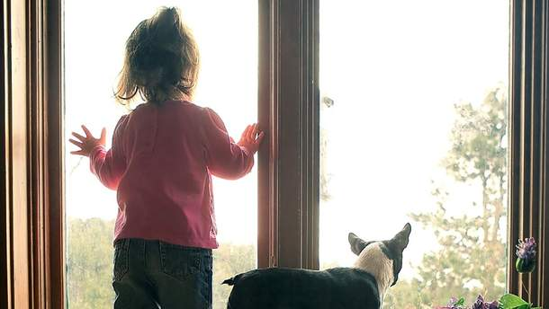 В Днепре семилетняя девочка сбежала через окно