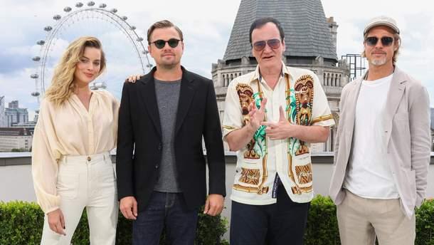 """Марго Роббі, Ді Капріо, Тарантіно і Бред Пітт на прем'єрі фільму """"Одного разу в Голлівуді"""" в Лондоні"""