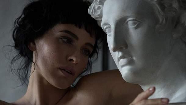 Даша Астафьева в эротической съемке
