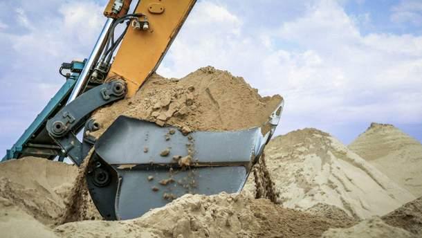 Окупанти продовжують видобуток небезпечного піску