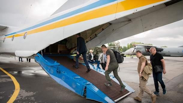 Члены ЦИК прилетели в округ в Донецкой области, чтобы забрать документацию
