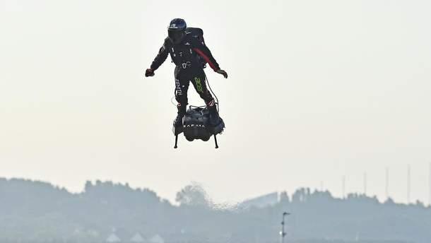 Фрэнки Запата на флайборде пересек Ла-Манш