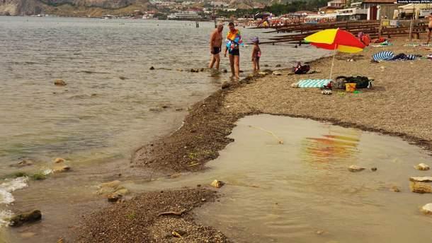Туристы в аннексированном Крыму купаются в нечистотах
