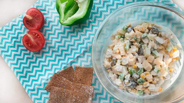 Легкий салат с ананасом и куриной грудкой – простой рецепт