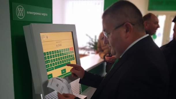 Выдачу водительских прав в Украине приостановили на время