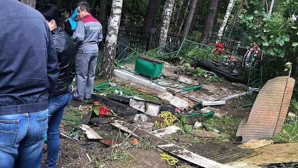П'яні десантники у Росії розгромили частину цвинтаря