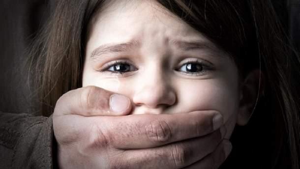 Под Житомиром отчим изнасиловал падчерицу