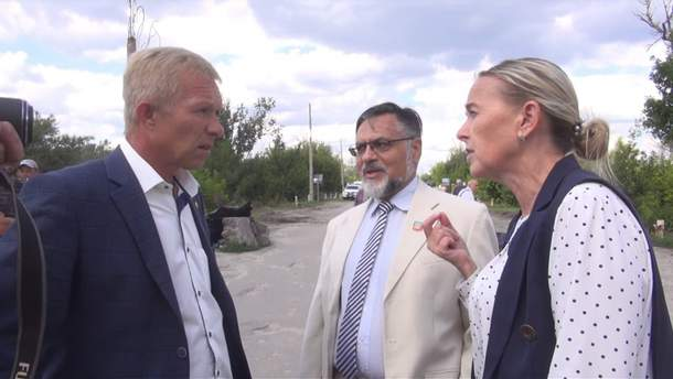Председатель Станично-Луганской РГА и оккупанты