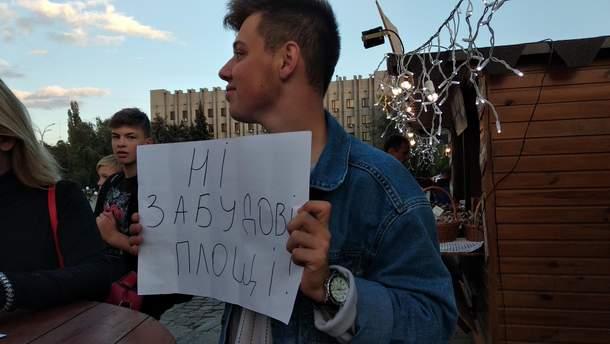 """Скільки заробляють """"мітингувальники"""" проти забудов"""