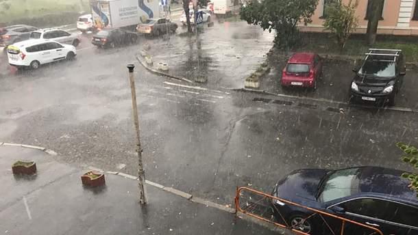 Київ другий день поспіль накрили злива та ураган