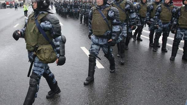 """У Росії поліцейський написав заяву на активістку, яка заявила, що у нього """"немає совісті"""""""