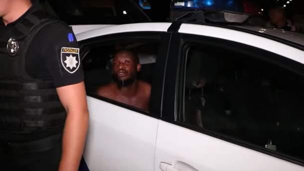 В Киеве иностранцы пытались переехать мужчину