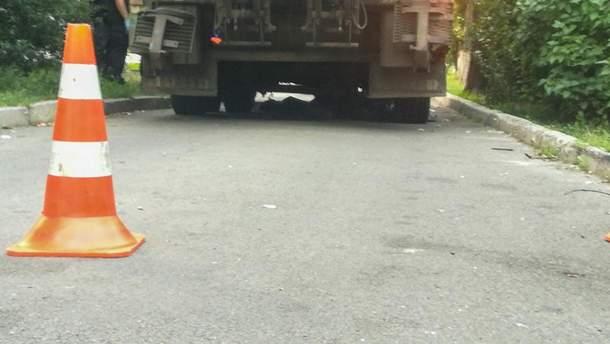 У Києві сміттєвоз задавив чоловіка
